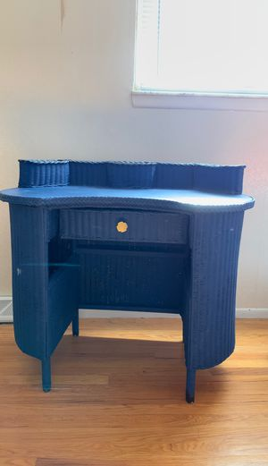 Small Wicker desk for Sale in Mentor, OH