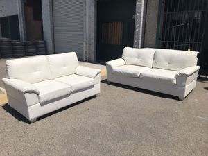 White sofa and loveseat set for Sale in Fresno, CA