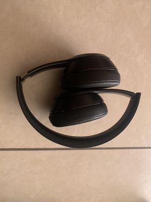 Wireless beats solo 3 for Sale in Glendale, AZ