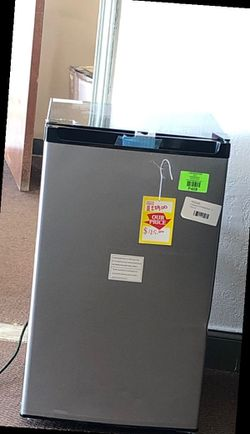 Frigidaire mini fridge UY for Sale in Plano,  TX