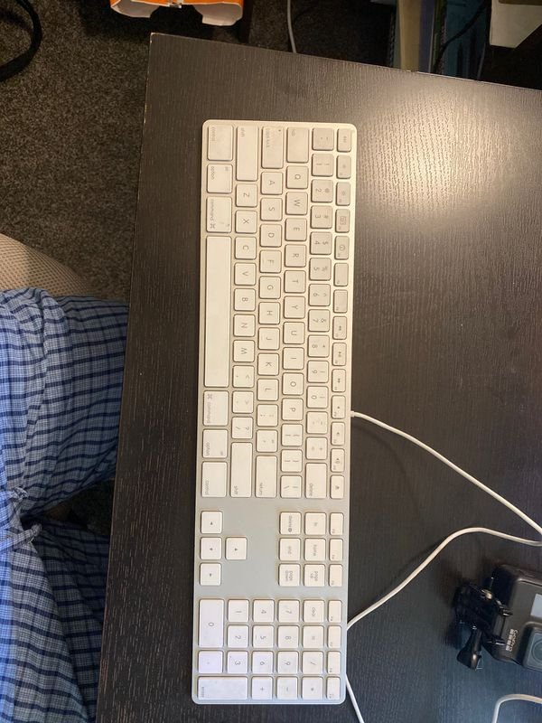 Used Apple A1048 English Layout wired full-size USB keyboard 658-0306 (2SB)