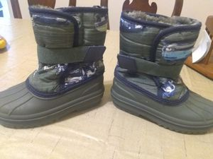 Size 10 kid snowboots with car prints for Sale in Philadelphia, PA
