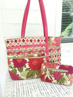 Vera Bradley Pink Floral Quilted Tote & Wallet for Sale in Cuyahoga Falls, OH