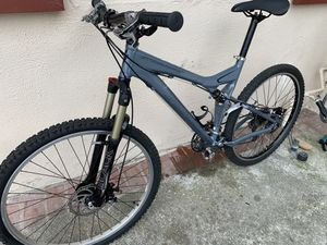"""Specialized stump jumper mountain bike Medium size tires 26"""" for Sale in Seal Beach, CA"""
