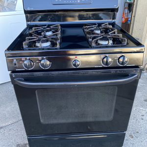 Black GE gas stove Can Deliver for Sale in West Sacramento, CA