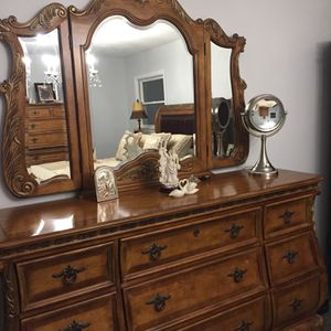 Queen Bedroom Set for Sale in Lake Ronkonkoma, NY
