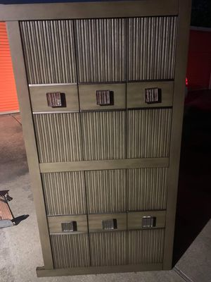 Dresser with mirror for Sale in Katy, TX