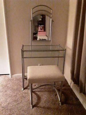 Nice Vanity With Stool for Sale in Fresno, CA