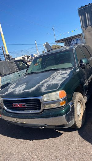 Parting out 01 GMC Yukon for Sale in Phoenix, AZ