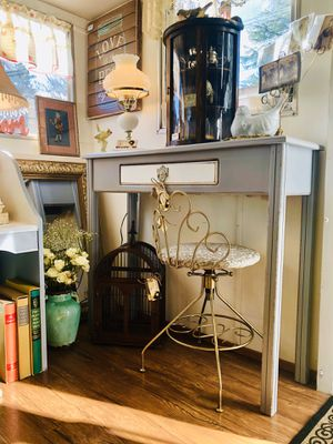 Sweet Little Console Table for Sale in Kent, WA