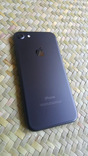 IPhone 7 Matte black for Sale in Los Angeles, CA