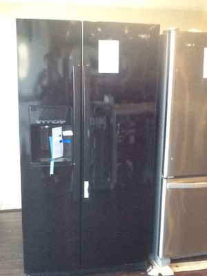 New open box whirlpool side by side refrigerator WRS571CIHB for Sale in Paramount, CA