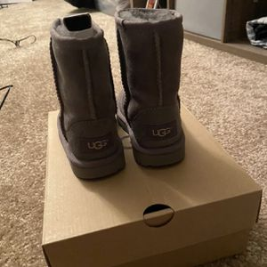 Gray New Girl Ugg Boots for Sale in Carson, CA