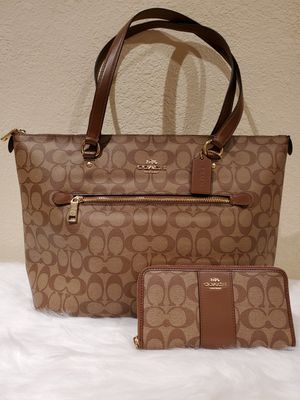 BROWN COACH PURSE AND WALLET SET for Sale in Huntington Park, CA
