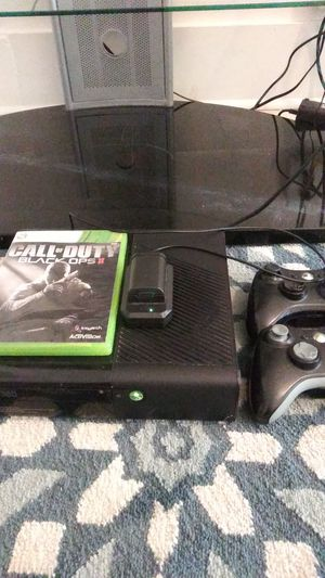 Xbox 360 with both controllers and call of duty black opps game for Sale in Detroit, MI