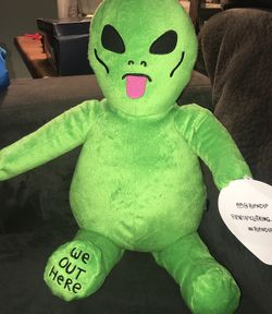 """We Out Here Alien Plush 18"""" for Sale in Lynnwood,  WA"""