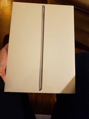 iPad 32GB, 6th generation Wifi (Gray) for Sale in Fairfax, VA