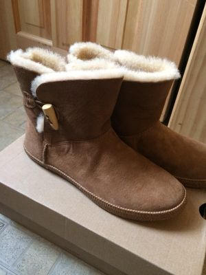 Ugg Low Cut Boots for Sale in Bronx, NY