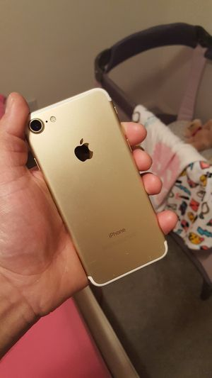 IPhone 7 32GB Gold Unlocked for Sale in San Marcos, CA