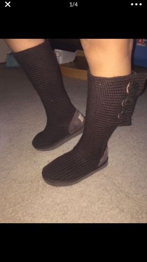 UGG CLASSIC CARDY BOOT WOMENS SIZE 8 for Sale in Wheaton, MD