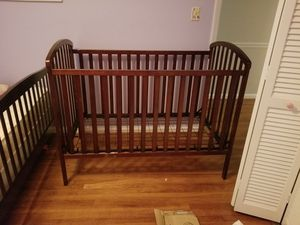 Crib and changing table with pad for Sale in Greensboro, NC