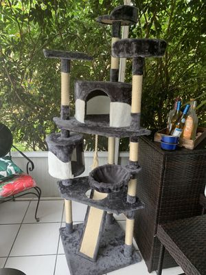 7 foot Cat tree for Sale in Plantation, FL