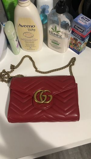 Red Gucci crossbody wallet authentic 💯 for Sale in Paramount, CA