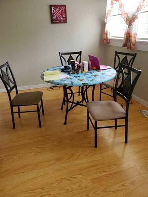 Kitchen table and chairs for Sale in AMELIA CT HSE, VA