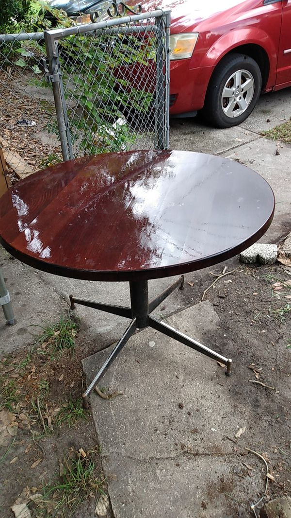 36in round table good shape restaurant quality