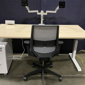 72x30 Standing Desk! Electric Height Adjustable Table! Ask About bundle deals! for Sale in Kent, WA