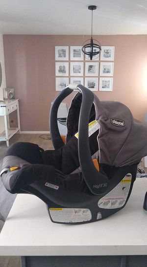 Nice car seat and bouncer for Sale in Glendale, AZ