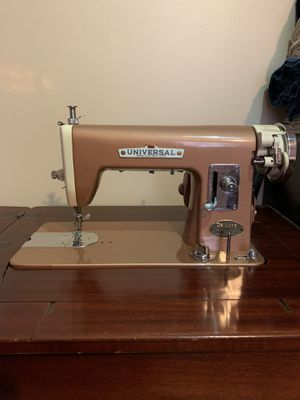 Sewing machine for Sale in Hendersonville, TN