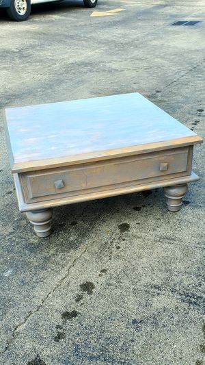 """Beautiful Antique Finished Solid Wood Coffee Table that's in Excellent condition! Dimensions: 38""""L x 38""""W x 18.5""""H for Sale in Boca Raton, FL"""