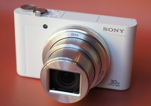 SONY WX500 30X ZOOM WIFI SWIVEL LCD ** LIKE NEW! for Sale in San Francisco, CA