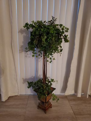 Artificial tree / home decor for Sale in Alafaya, FL