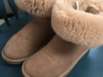 ugg boots. size 6 good condition for Sale in Seattle,  WA