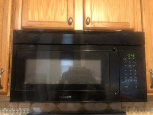 Frigidaire microwave range for Sale in Pittsburgh, PA