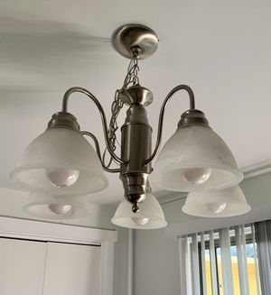 5 Light Chandelier for Sale in Lynnwood, WA