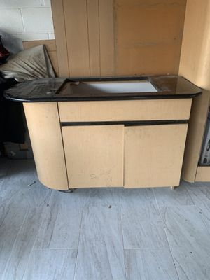 Island for kitchen (Counter is cracked so the counter is free) for Sale in Dearborn, MI
