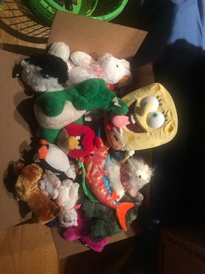 Box of stuffed animals for Sale in Chicago, IL