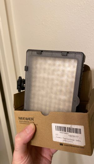 Neewer Camera Light (AA battery operated) for Sale in Los Angeles, CA