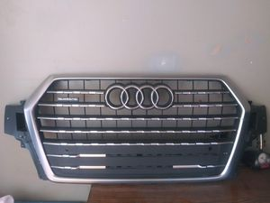 2017-2019 AUDI Q7 front Bumper Grille Cover OEM Used. 4MO-833-651 F7G for Sale in Wilmington, CA