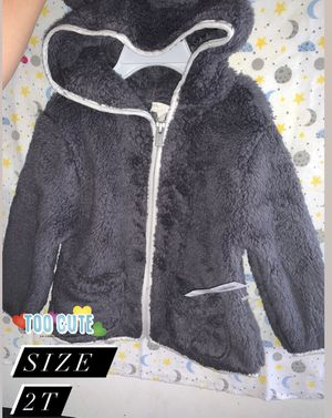 Gray fuzzy warm sweater size 2t for Sale in South Gate, CA