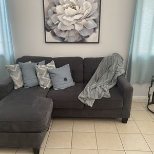 Couch for Sale in Moreno Valley, CA