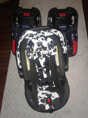 Britax b-safe ultra infant car seat- cowmooflauge and 2 bases for Sale in Severn, MD