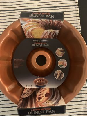 Never been used copper bundt pan for Sale in Lewisville, TX