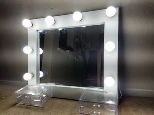 Hollywood style vanity makeup mirror for Sale in Highland, CA