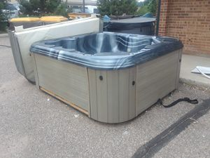 Bull frog Hot tub 4 persons for Sale in Colorado Springs, CO