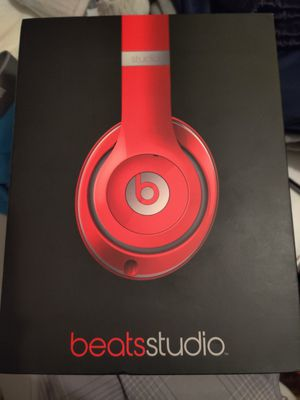 Beatsstudio, box mistreated but headphones are new. for Sale in Fort Worth, TX
