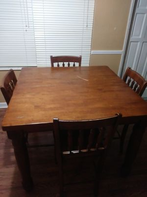 Pub style tall table and chairs for Sale in Saint Pete Beach, FL
